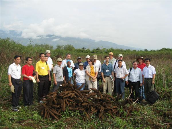 我所李军和田益农去哥伦比亚国际热带农业研究中心考察交流