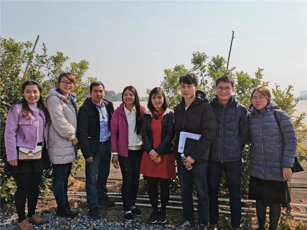 水果中心科技人员与东盟培训班代表团学员合影