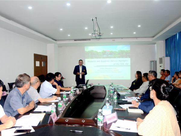 Sutkhet Nakasathien先生介绍了泰国农业大学农学院研究领域与学术服务重要成果