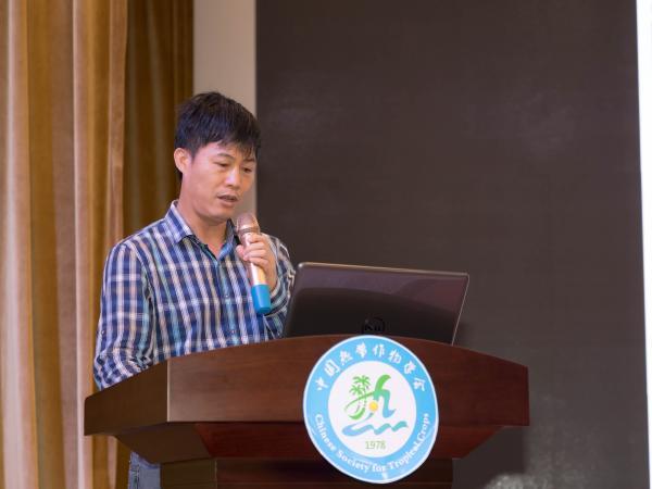 秘书长庞新华汇报学会2018年工作情况及2019年工作计划